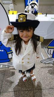 帽子をかぶっている小さな子供の写真・画像素材[1393186]