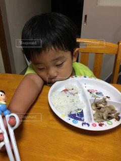 子ども,人物,人,未来,食べる,少年,若い,幼稚園,成長,可能性