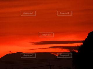 空,屋外,太陽,雲,夕暮れ,暗い,オレンジ,光,明るい,くもり,クラウド,都会の夕暮れ