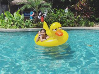 グアムのプールにて最高の笑顔の写真・画像素材[1384828]