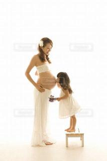 子ども,ワンピース,白,親子,白い服,少女,ドレス,白い花,スカート,マタニティ,母,2歳,ホワイト,妊婦,マタニティフォト,娘,母娘,マタニティー,マタニティーフォト,妊娠8ヶ月,マタフォト,妊娠29週