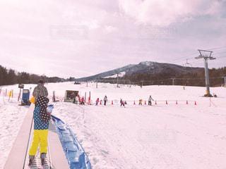 ゲレンデとスキー場の頂上の写真・画像素材[2944804]