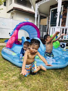 夏,庭,プール,子供,顔,滑り台,ビックリ,夏の思い出,平成最後の夏