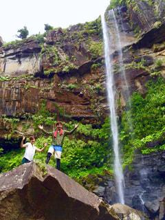 滝と人の写真・画像素材[1449111]