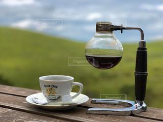 テーブルの上のコーヒー1杯の写真・画像素材[2890212]