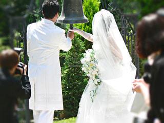 ウェディング ドレスで立っている人のカップルの写真・画像素材[789961]