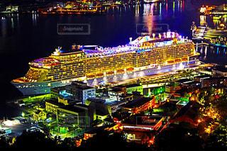 夜景と客船の写真・画像素材[851291]
