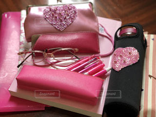 ピンク,ペン,ノート,文房具,持ち物,カバンの中身,ペンケース,ファイル,メガネ,ケース,メガネケース,ペットボトルホルダー,パスケース,ピンクの持ち物