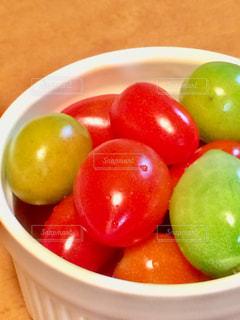 食べ物,緑,赤,カラフル,トマト,野菜,ミニトマト,プチトマト,すっぱい,食欲,ツヤツヤ,差し色