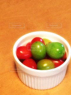 食卓,トマト,野菜,ミニトマト,プチトマト,すっぱい,食欲,黄緑,ツヤツヤ,差し色