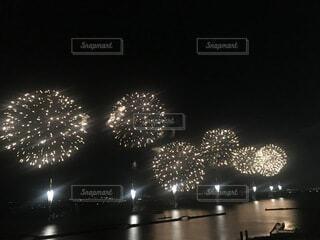 空の花火の群の写真・画像素材[3685289]