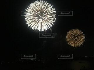 空の花火の写真・画像素材[3685291]