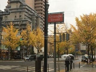 にぎやかな街道のクローズアップの写真・画像素材[3720919]