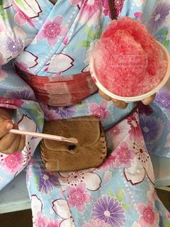 テーブルの上にフルーツとケーキの写真・画像素材[1391253]