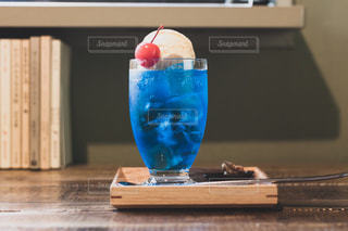 青いクリームソーダの写真・画像素材[1426070]