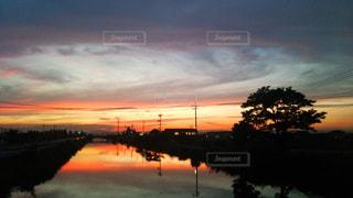 風景,空,秋,夕日,木,屋外,雲,水,夕暮れ,水面,夕方,景色,影,オレンジ,鏡,外,道,Sky,秋空,渦,岡山市,view,夕雲,藤田