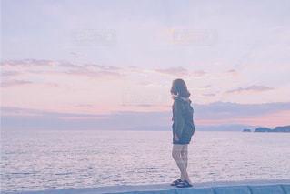 夏の日暮れ...海辺にての写真・画像素材[1396666]