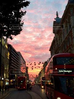 空,秋,ピンク,夕焼け,夕暮れ,街,バス,イギリス,ロンドン,ストリート,ダブルデッカー,秋空,オックスフォード・ストリート