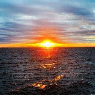 自然,海,空,屋外,湖,朝日,船,水面,景色,正月,釣り,お正月,日の出,新年,初日の出,フィッシング,魚釣り,高い