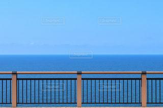 果てしなく続く青い海と空の写真・画像素材[2332549]