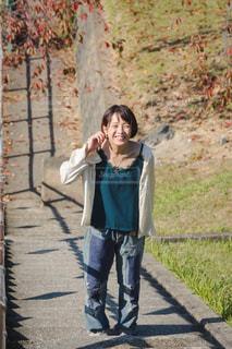 歩道を歩く人の写真・画像素材[1618483]