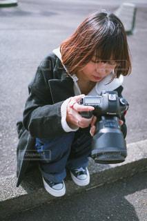 駐車場の小さな女の子の写真・画像素材[1843057]