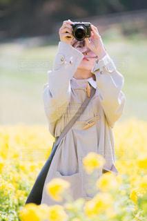 花を持っている人の写真・画像素材[1849733]