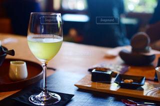 和菓子と冷茶の写真・画像素材[1411109]