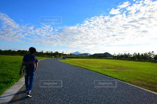 自然,風景,空,秋,芝生,屋外,雲,青空,道路,景色,人物,人,快晴,秋空,秋の空,日中,山口きらら博記念公園