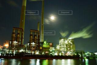 夜の街の景色の写真・画像素材[1681475]