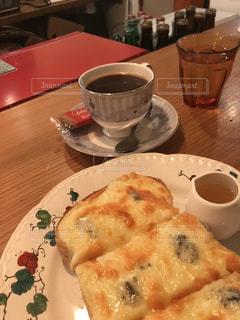 チーズトーストトーストとコーヒーの写真・画像素材[2291622]