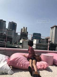 女性,ビル,屋外,ピンク,青空,景色,人,屋上,韓国,ピンク色,桃色,pink,明洞,ピンクプールカフェ,スタイルナンダ,ピンクホテル