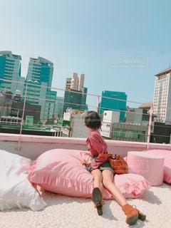 女性,屋外,ピンク,青空,足,景色,人,ショートヘア,屋上,韓国,美脚,ピンク色,桃色,pink,明洞,ピンクプールカフェ,スタイルナンダ,ピンクホテル