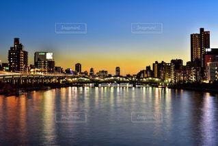 駒形橋からみた隅田川の夕景の写真・画像素材[962930]