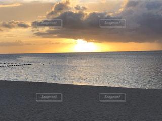 自然,風景,海,空,屋外,湖,太陽,ビーチ,雲,砂浜,夕暮れ,水面,海岸,光,日の出,くもり,日中,クラウド