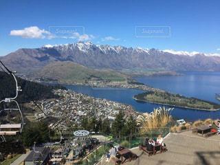 背景の山と水体の写真・画像素材[1410426]