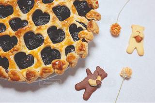 チェリーパイとくまちゃんクッキーの写真・画像素材[1504325]