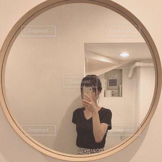 鏡の写真・画像素材[2475850]