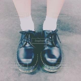ショートブーツの足元の写真・画像素材[2701252]