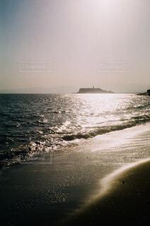 夕日に輝く海の写真・画像素材[4444407]