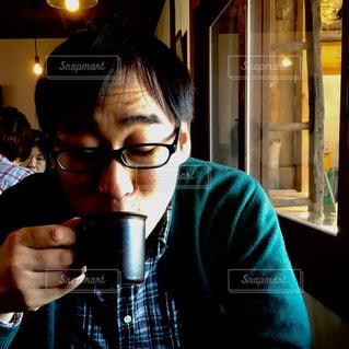 カフェ,コーヒー,ポートレート,カーディガン,チェック柄シャツ