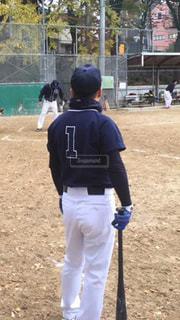 汚れフィールド上に立って野球選手のグループの写真・画像素材[1698092]