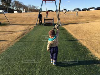 子ども,公園,屋外,後ろ姿,散歩,人物,背中,人,後姿,幼児,少年,男の子