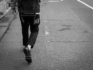 屋外,道路,人物,道,人,歩道,通り,インスタ映え,黒と白
