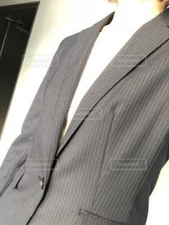 自撮り,屋内,人物,人,服,ジャケット,ストライプ,スーツ