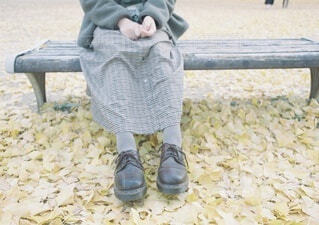ベンチで少し休みましょう。の写真・画像素材[4210872]