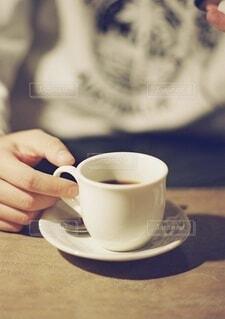たたずむコーヒーカップ。の写真・画像素材[4637982]