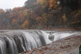 近寄ると怖い吹割の滝の写真・画像素材[1448189]