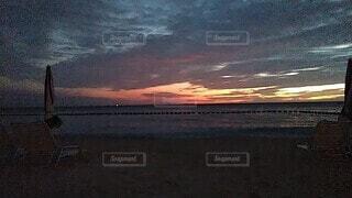風景,海,空,太陽,朝日,ビーチ,雲,水面,日差し,正月,お正月,日の出,新年,初日の出,スキマ,明るくなってきた