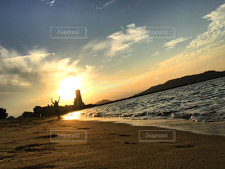 海と夕日のランナーの写真・画像素材[1434698]